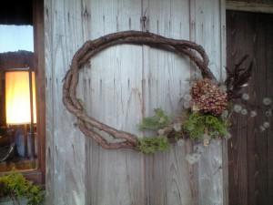 東祖谷の古民家「ちいおり」を飾った手作りリース